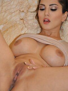 Cougar Big Tits Pics