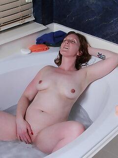 Cougar Masturbation Pics